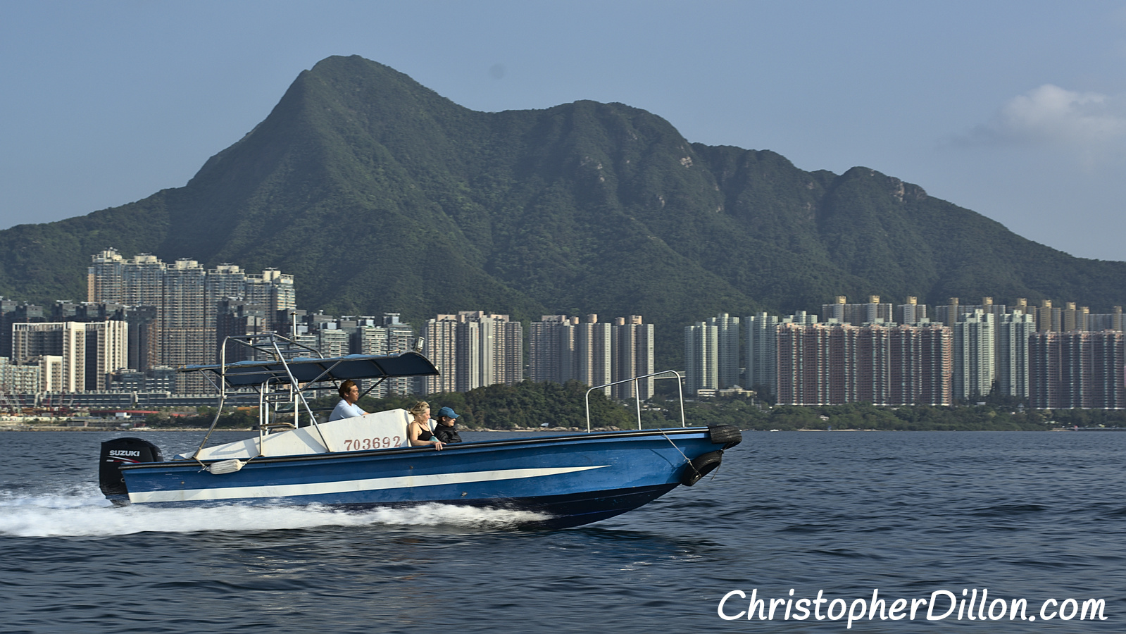 Speedboats let you reach remote sites when diving in Hong kong